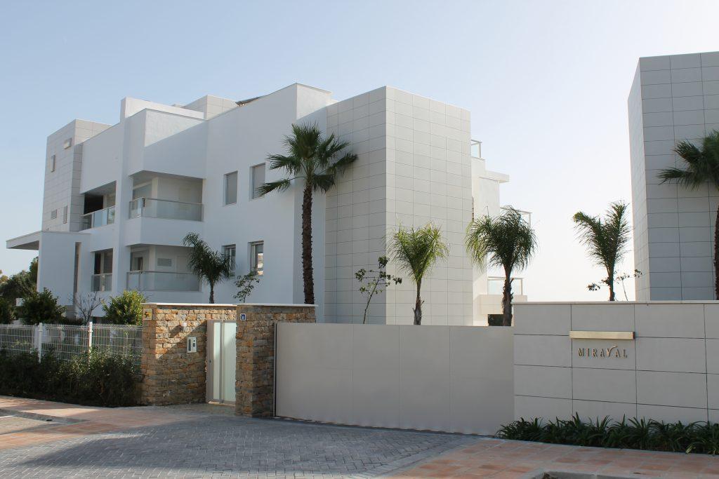 Brand new modern flat - Close to beach and golf
